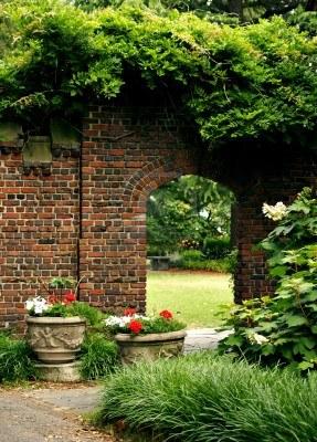 1091492-brick-drzwi-do-tajemniczy-ogrod